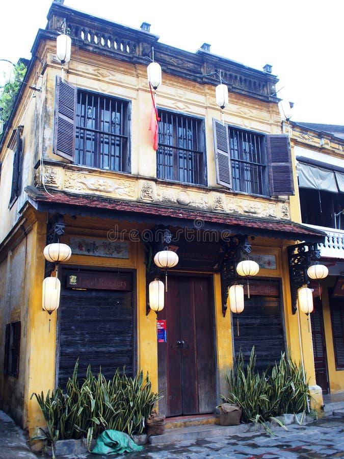 HOI, um mercado internacional chinês e europeu japonês histórico em VIETNAME foto de stock