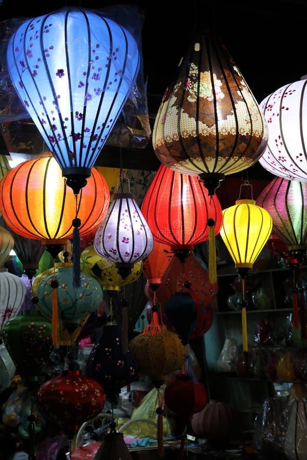 Hoi An vid natt med lampions - Vietnam Asien royaltyfria foton