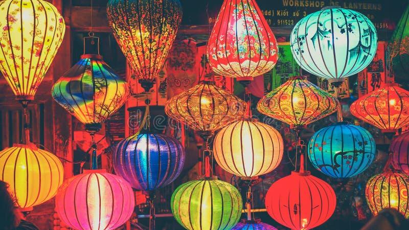 HOI/VIETNAM, agosto 2017 - lanterne variopinte alla via del mercato di Hoi An Ancient Town, sito del patrimonio mondiale dell'Une fotografie stock libere da diritti