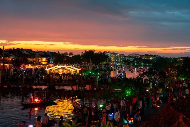 Hoi An Vietnam 19 1 19: Beroemd Latern-festival bij fullmoon in de oude stad van tint royalty-vrije stock afbeeldingen