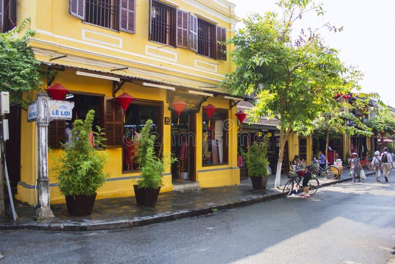 HOI, VIETNAM em março de 2015 - Hoi é uma cidade calma e muita casa original Todos ama Hoi, Vietname foto de stock royalty free