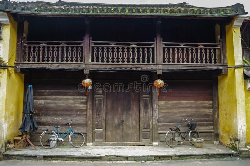 HOI, VIETNAM - 7 janvier 2015 : Le vieux chinois traditionnel courtisent photo libre de droits