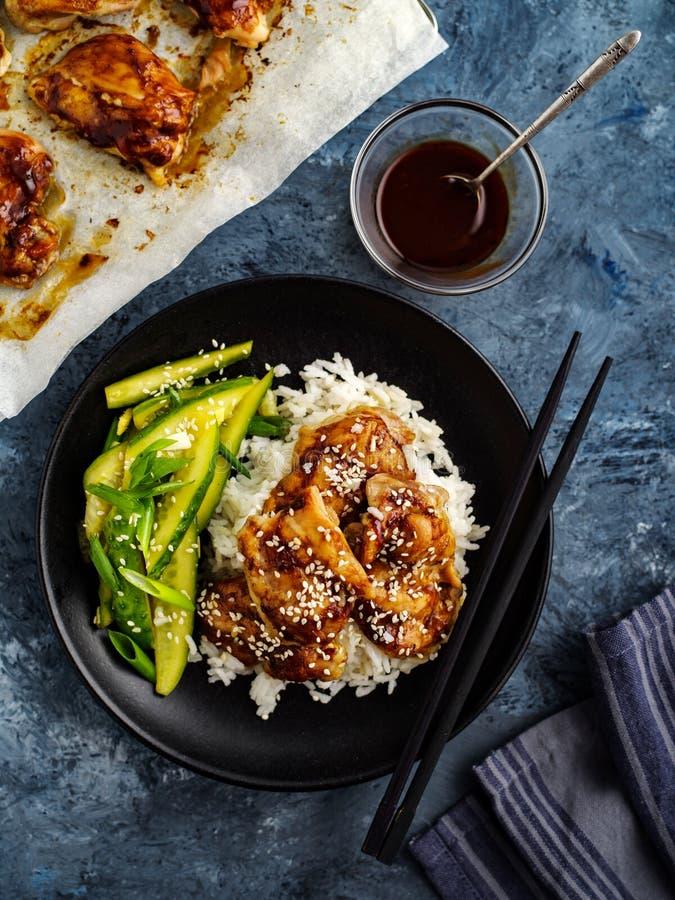 Hoisin-Huhn Traditionelle asiatische Küche Huhn mit Soße, r lizenzfreies stockfoto