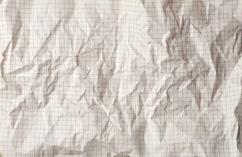 hoja arrugada del cuaderno de la escuela en una jaula imagen de archivo libre de regalías