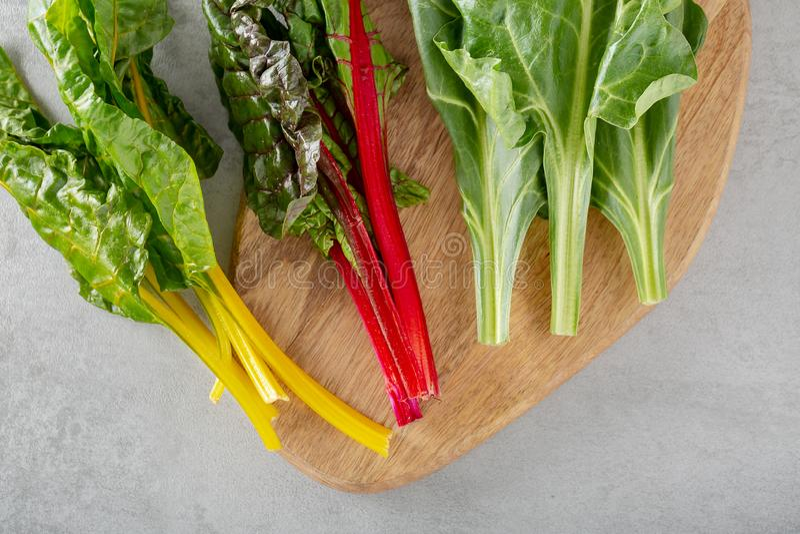 Hoja de los verdes de remolacha de las remolachas de la planta de la comida typicaly para los pobres de la dieta en grasa imagenes de archivo