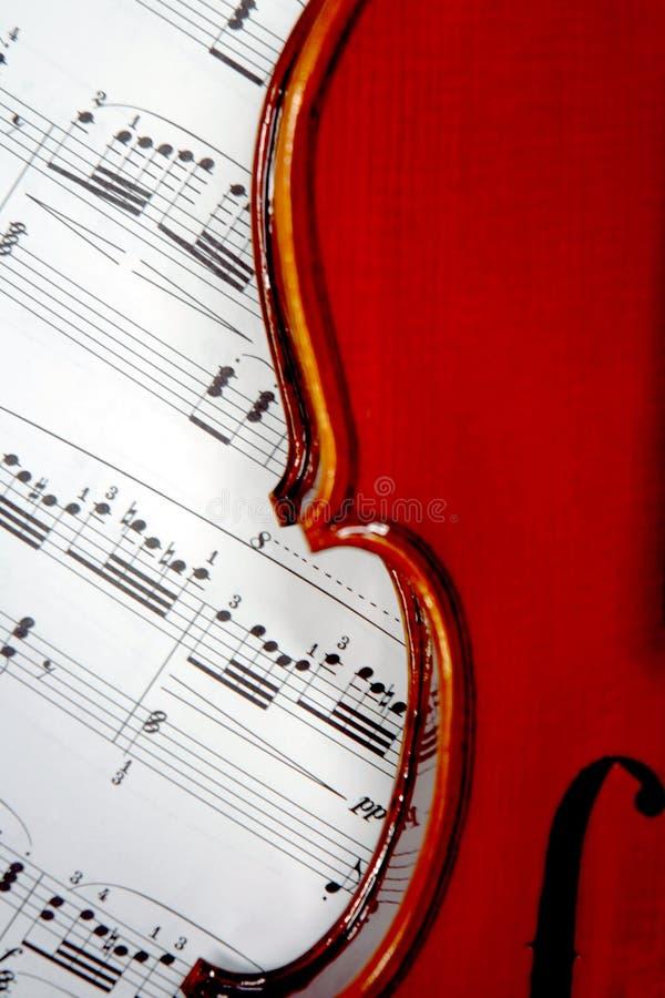Hoja de música y violín   imagen de archivo libre de regalías