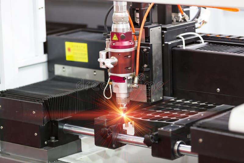 Hoja de metal del corte del laser del CNC foto de archivo