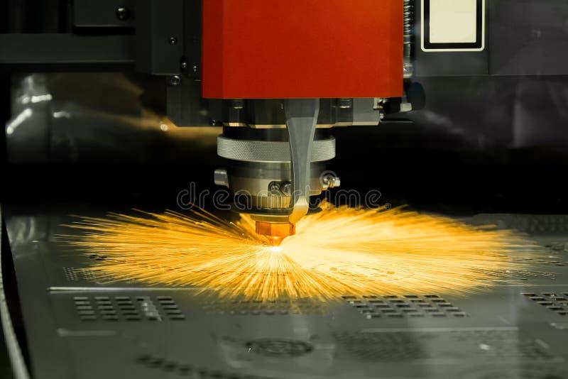 Hoja de metal del corte del laser del CNC de la alta precisión en fábrica imagen de archivo libre de regalías