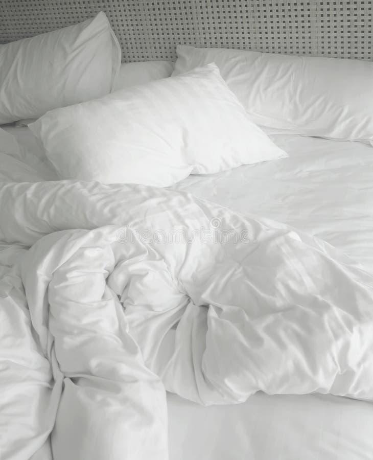 Hojas de cama sucias imágenes de archivo libres de regalías