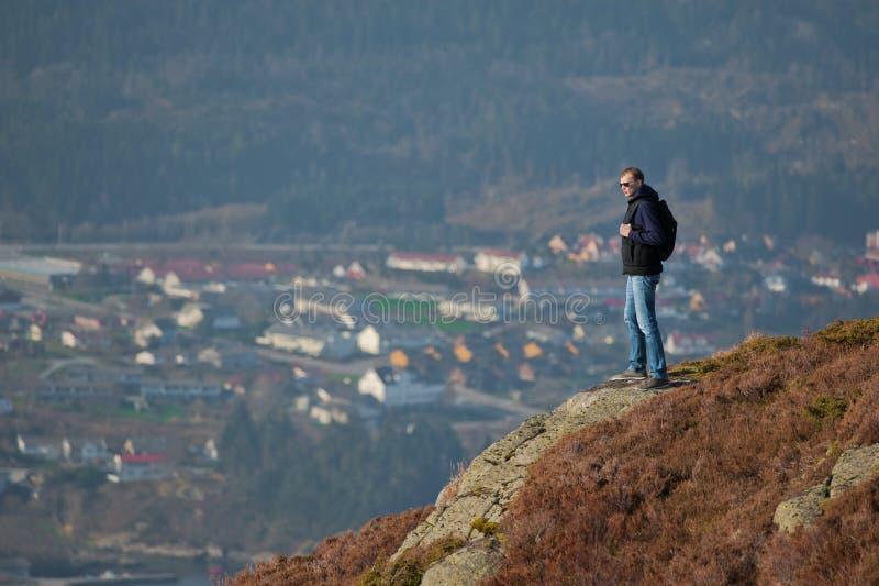 Hojas de ruta (traveler) de la montaña foto de archivo