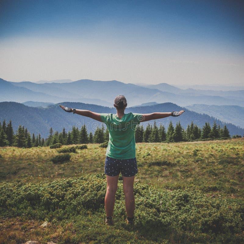 Hojas de ruta (traveler) en una tapa de la montaña fotografía de archivo libre de regalías
