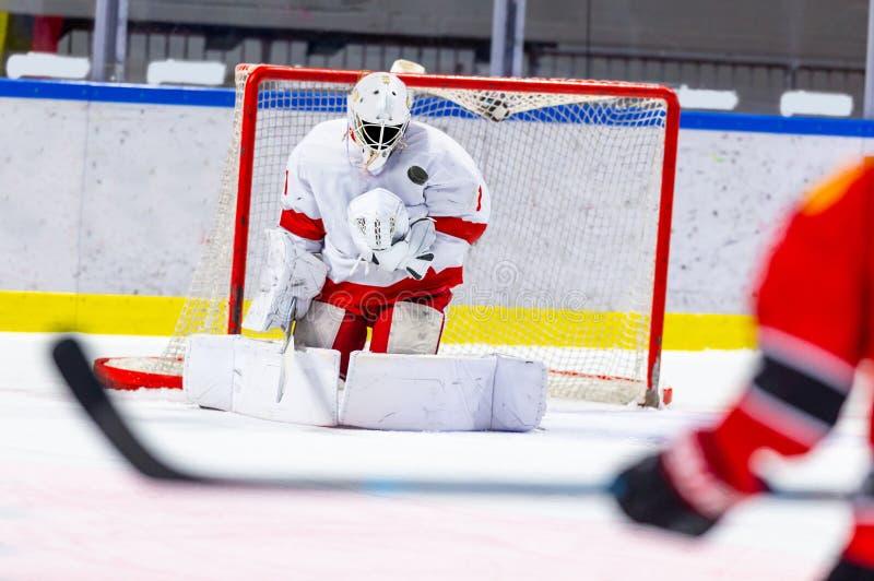 Hokeja na lodzie bramkarz robi wielkiemu oprócz zdjęcia stock