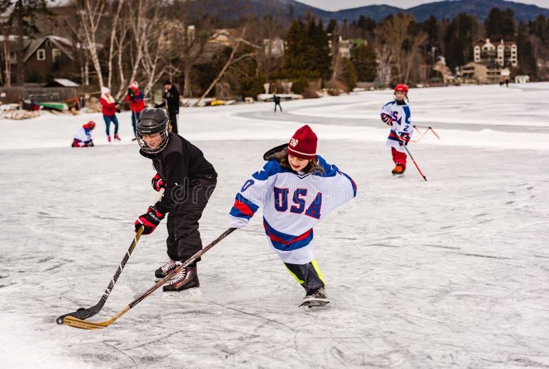 Hokejowa praktyka na Lustrzanym jeziorze fotografia royalty free