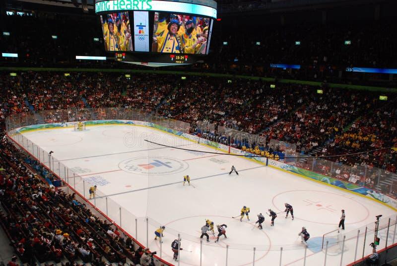 Hokey olimpico S.U.A. delle donne contro la Svezia fotografia stock