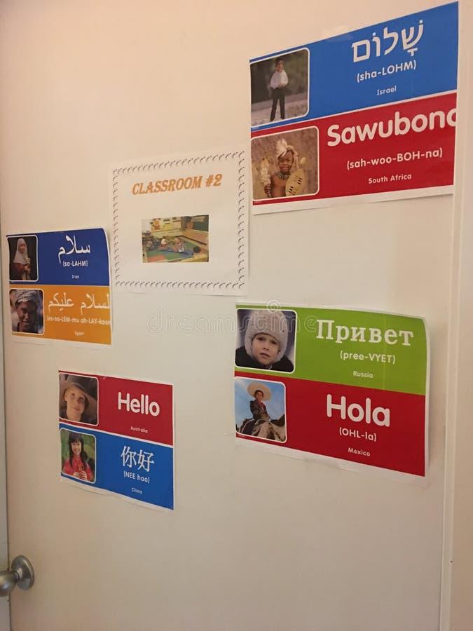 Hola carteles en diversas culturas e idiomas imagen de archivo