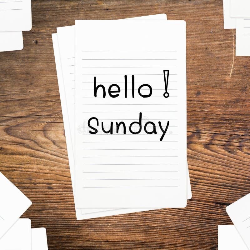 Hola domingo en el papel fotos de archivo