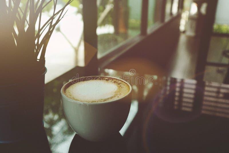 Hola mañana con una taza de café y de lugar hermoso fotos de archivo libres de regalías