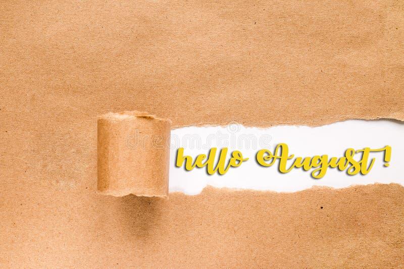 HOLA tarjeta de letras de AGOSTO Inscripci?n en sobre rasgado imagenes de archivo