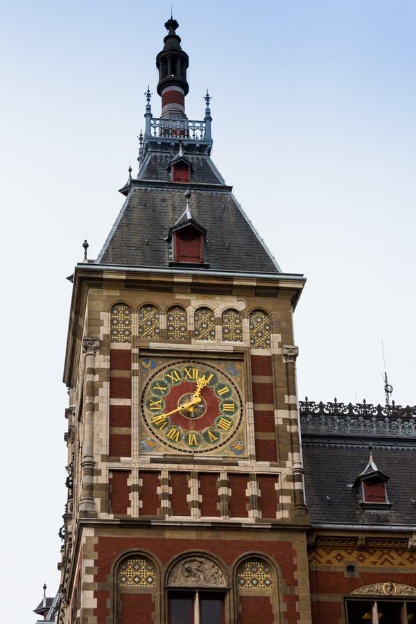 Holanda, Amsterdão, vista da fachada central da estação de trem imagens de stock royalty free