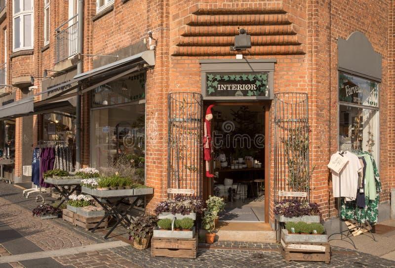 Holbaek,丹麦- 2018年10月:Farvehjornet是一家美丽的礼物和花店在Holbaek,一小镇在西兰 库存照片