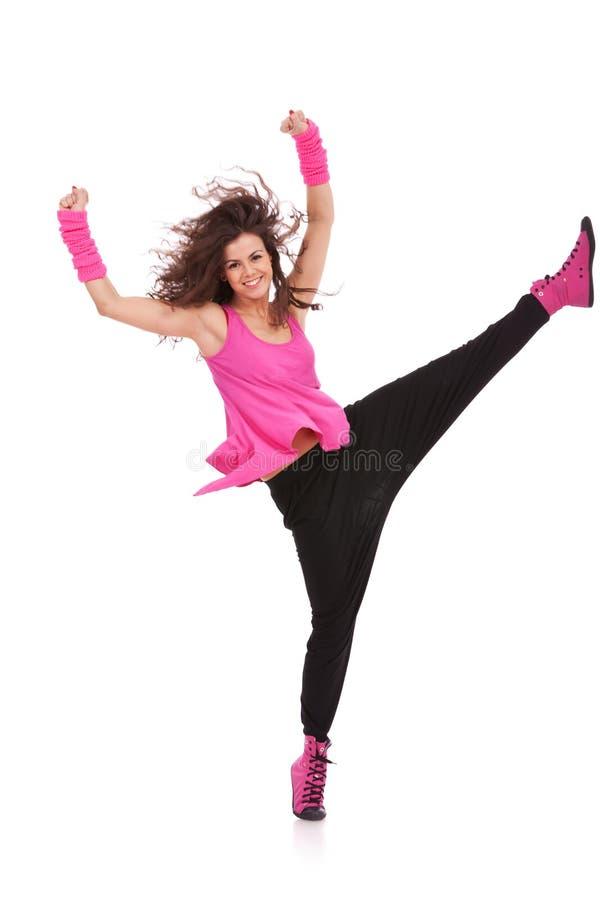 Holding del danzatore il suo piedino alto immagini stock libere da diritti
