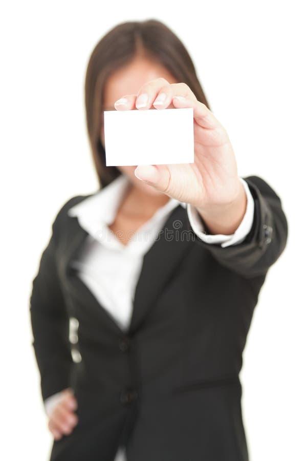 holding för affärsaffärskvinnakort royaltyfri foto
