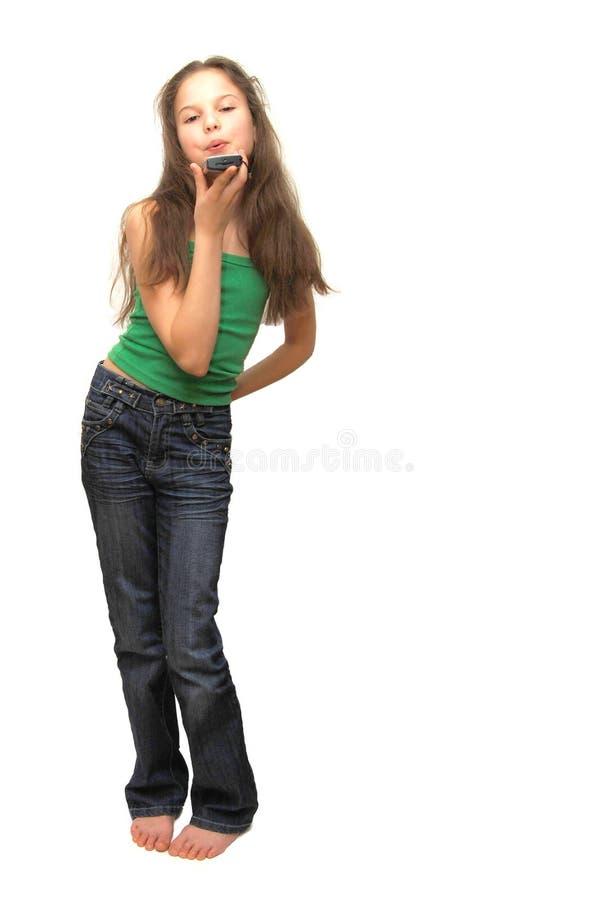 Holding-Handy der jungen Frau stockbilder