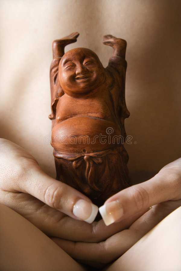 Holding nuda Buddha della donna. immagine stock