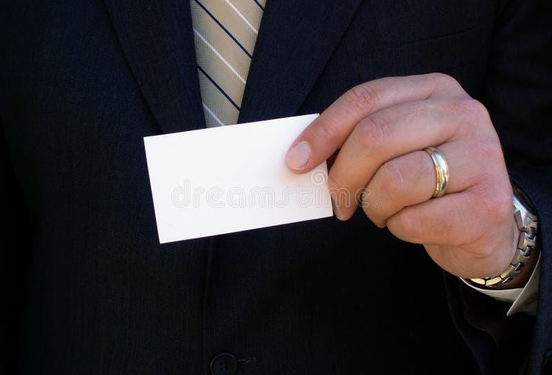 Holding-Visitenkarte lizenzfreie stockfotos