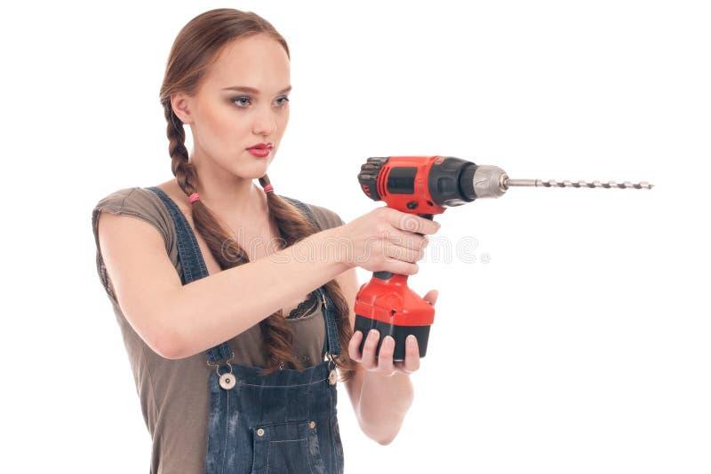 Holdingbohrgerät der jungen Frau mit Schneckenwelle stockfoto