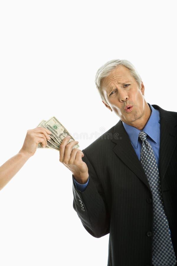 holdingpengarfolk arkivbilder