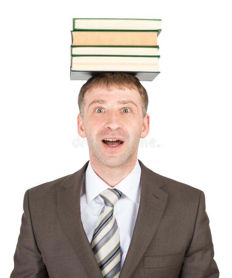 Holdingstapel des jungen Mannes Bücher lizenzfreie stockfotos