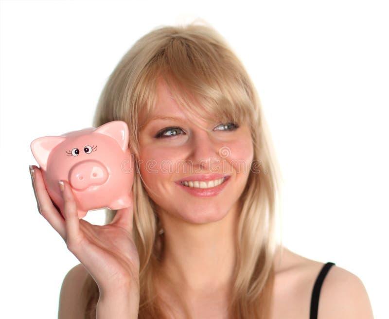 Holdnig da mulher um banco piggy fotos de stock royalty free