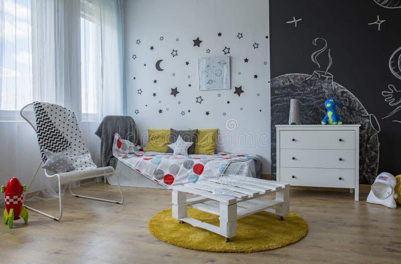 Holen Sie Sterne in einen Kinderraum lizenzfreies stockfoto