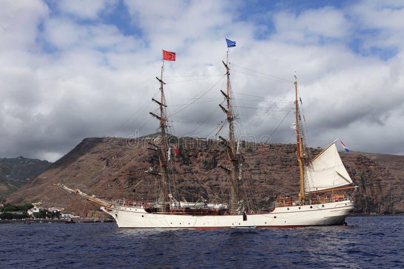 Holenderski wysoki statek barkentyny Europa przy St Helena wyspą obrazy royalty free