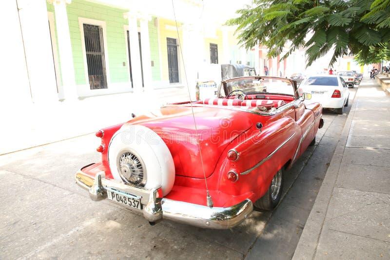 Holguin, Cuba, 11 24 les 2018 années 1950 rouges de Buick de rétro voiture libèrent photo stock
