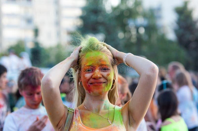 holi节日的青年人  免版税库存照片