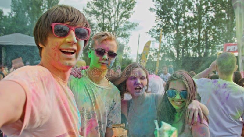 Holi节日 采取selfie的青年人 免版税库存照片