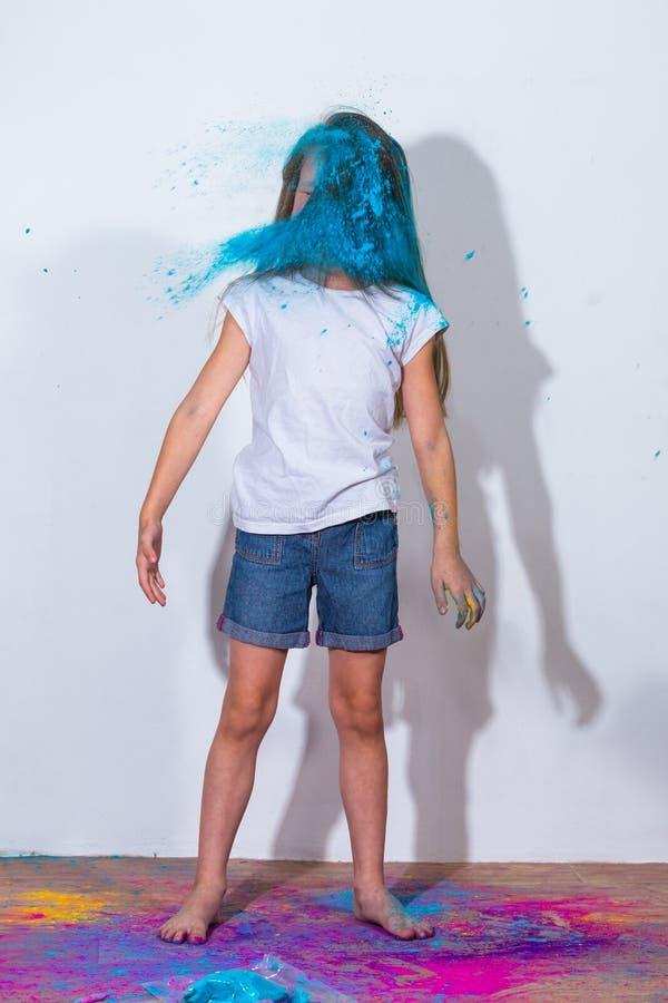Holi azul da pintura na cara fotos de stock royalty free