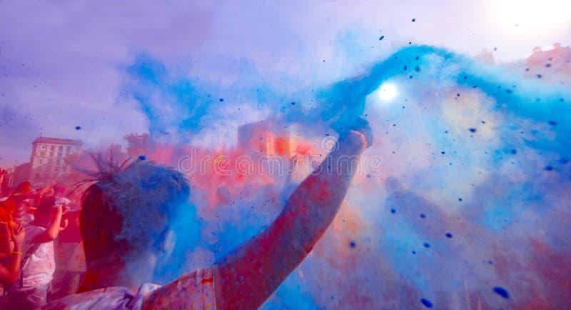 Holi celebración 9 de septiembre de 2017 el Moldavia Chisinau Darwin Color Fest foto de archivo