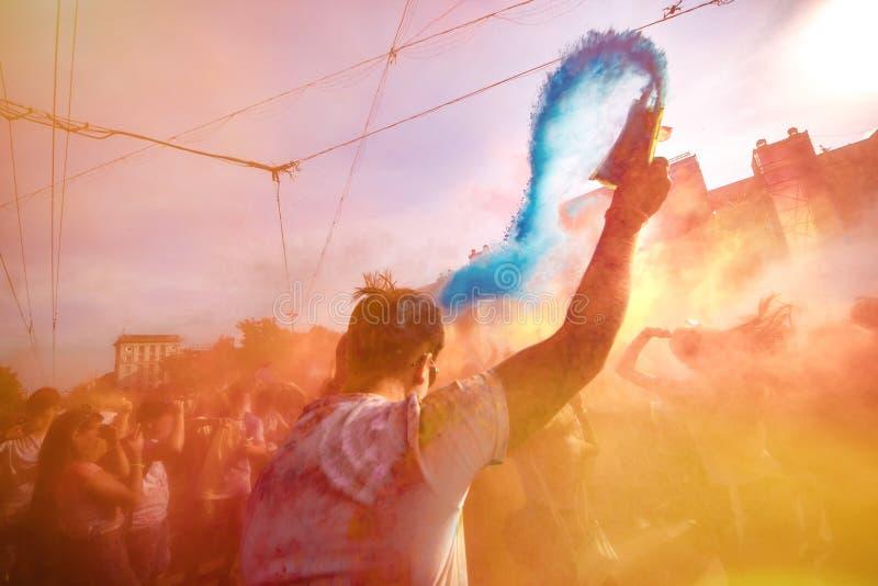 Holi celebración 9 de septiembre de 2017 el Moldavia Chisinau Darwin Color Fest imagenes de archivo