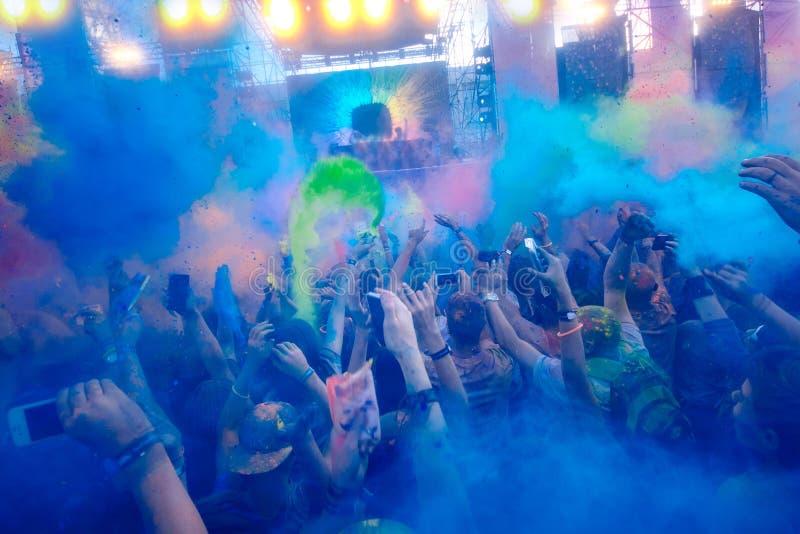 Holi celebración 9 de septiembre de 2017 el Moldavia Chisinau Darwin Color Fest foto de archivo libre de regalías