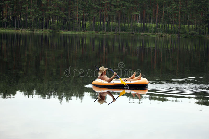 Download Holiday Recreation On The Lake Stock Image - Image: 19749209