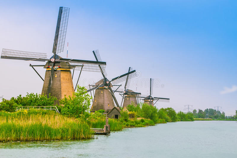 Holländare maler i Kinderdijk, Nederländerna royaltyfria foton