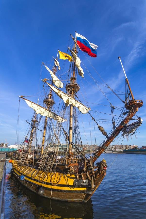 Holländare piratkopierar skeppet arkivbild