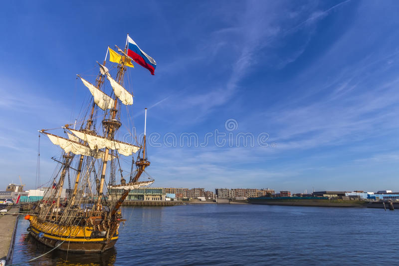 Holländare piratkopierar skeppet royaltyfria foton