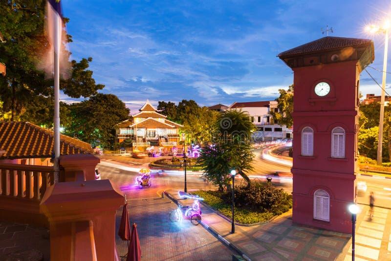 Holländarefyrkant efter solnedgång, Malacca, Malaysia royaltyfria foton