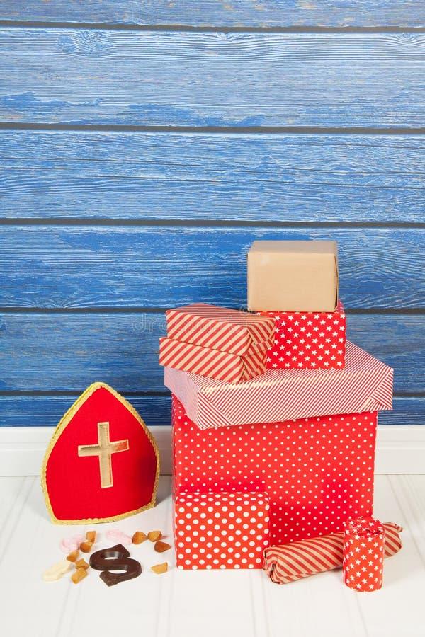 Holländische Sinterklaas Geschenke stockfotos