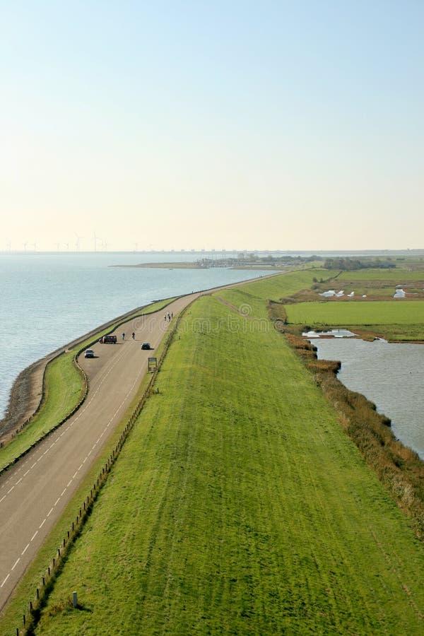 Holländischer Dike entlang dem Oosterschelde stockbilder