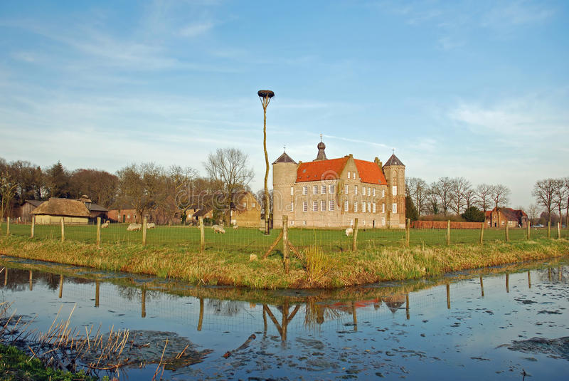 Holländisches Landschaftschloß Croy und Bauernhöfe Laarbeek stockfotos